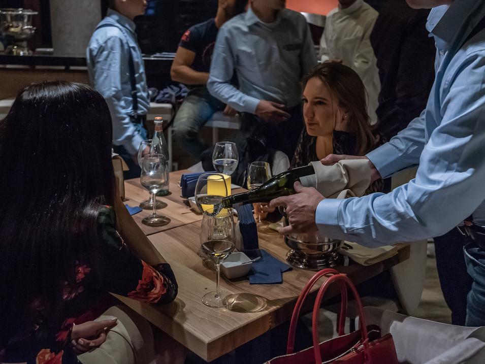 IL Siciliano wine poruing