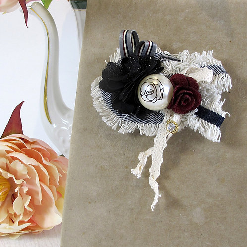 Broche JEANS et ROSE ROUGE