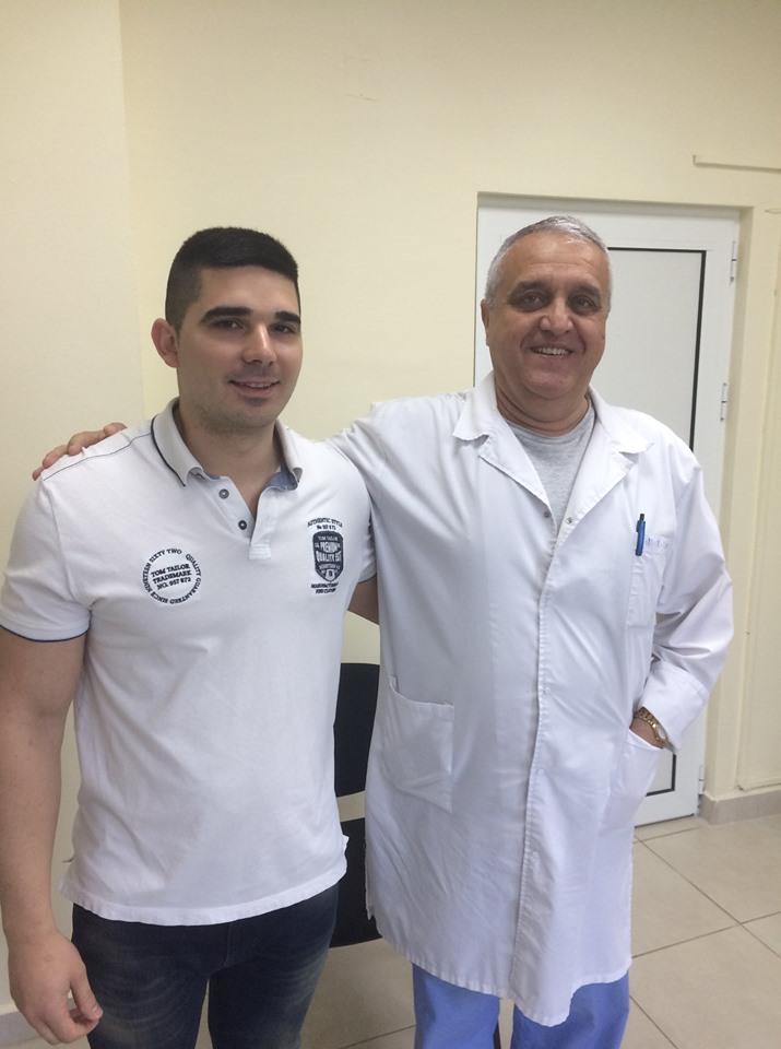 Доц И. Вълков и неговия пациент