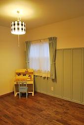 塗り壁を取り入れた室内