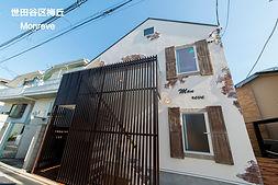 世田谷区梅丘のMaman風アパート、Monreveの外観です。Sto塗り壁工法にデザインコンクリートでアクセントを加えています。