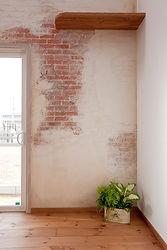 Mamanの家でオプションで選択可能なデザインコンクリートの写真です。室内であっても専用モルタルを使い、デザイン・着色をして造形するため、既製品でイメージ通りのものがない場合でも再現することが可能です。