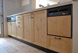 Mamanの家の標準仕様のオリジナルキッチンは食洗機も標準装備です。天板や扉の面材をお好みで選べます。