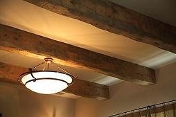 Mamanの家のオプションで選択可能なエイジング加工を施した見せ梁は、Mamanの家の温かみをより一層引き立てます。