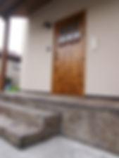 デザインコンクリートを取り入れた玄関ポーチ