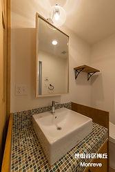 世田谷区梅丘のMaman風アパート、Monreveの内観写真です。山崎工務店オリジナルの造作洗面台にはモザイクタイルをあしらい、見学に来た部屋探しをしているお客様の印象に残りやすい特徴となっています。