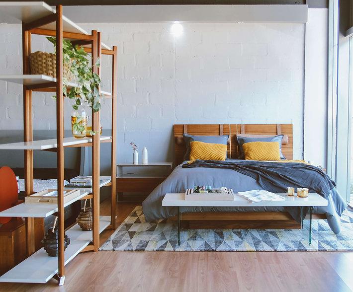 Cama, travesseiros e colchão ambientados