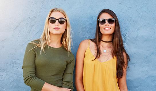Vrouwen met een zonnebril