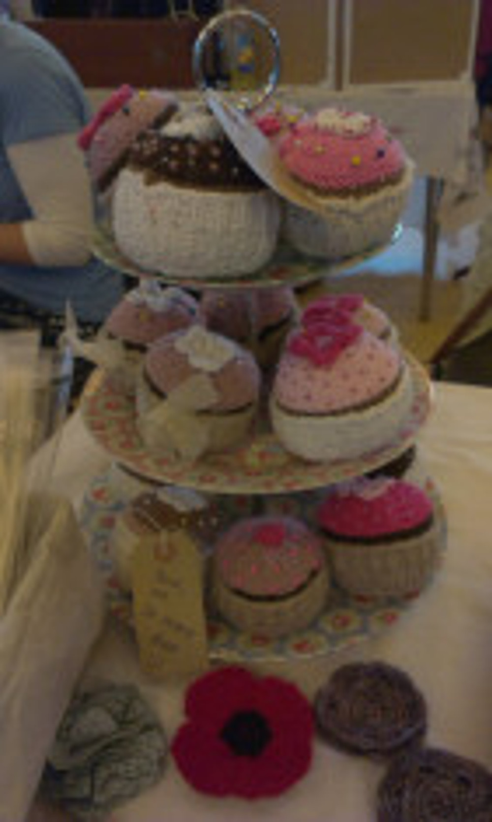 Helen's cupcake pincushions from Three Cotton Hankies