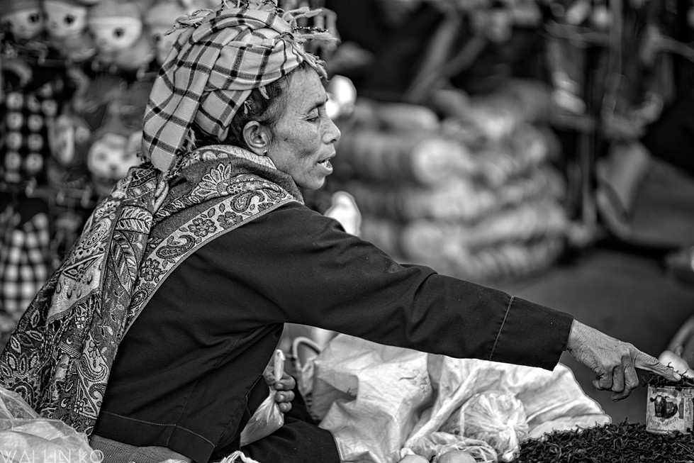 Selling dried green tea leaves