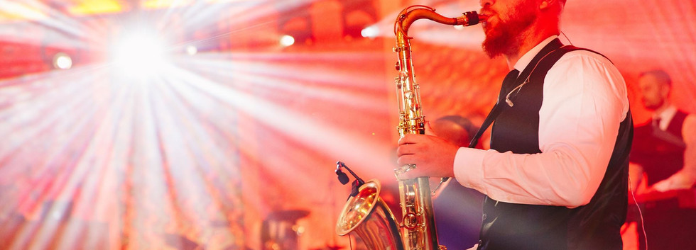 Sax_player_for