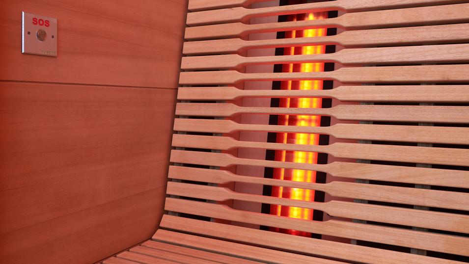 Inovativen dizajn letvic, infrardeči paneli na hrbtišču ter pod koleni.