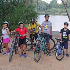 Ομαδική φωτογραφία σχολής τριάθλου/ ποδηλασίας