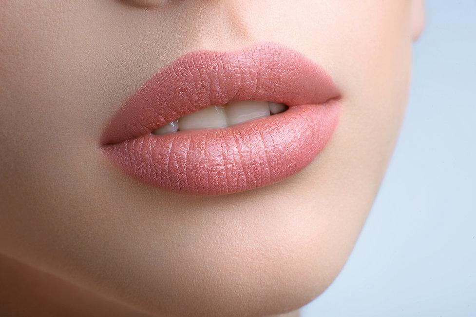 gorgeous-full-lips-beautiful-woman.jpg