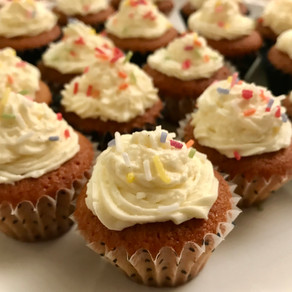 strawberry fairy cakes with vanilla buttercream frosting - using jam