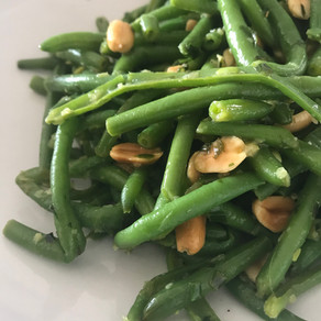 runner beans with roasted peanuts