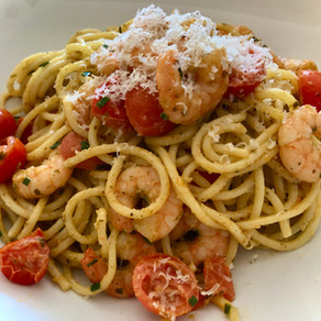 spaghetti with pesto, shrimp & tomatoes