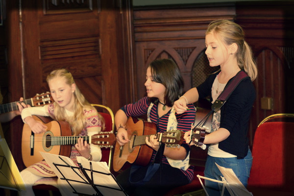 kids guitar group