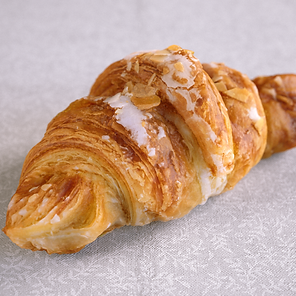 Croissant_raw.png