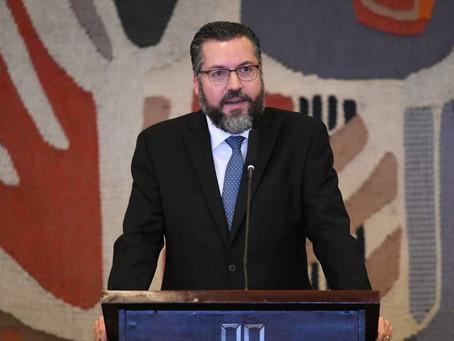 Apoio à libertação da Venezuela é 'incondicional', diz Ernesto Araújo