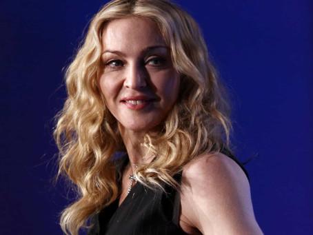 Madonna posta meme de ex-moradora de rua dançando ao som de 'Holiday'