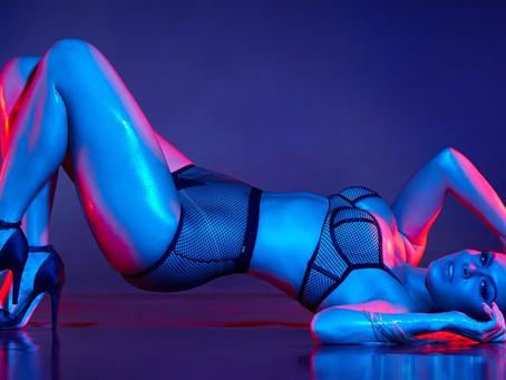 Fernanda Lacerda arrasa em ensaio sensual para comemorar o dia da lingerie no Brasil