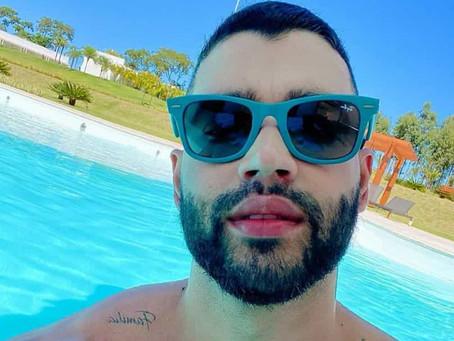 """Gusttavo Lima surpreende fãs com tamanho da piscina: """"Caribe?"""""""