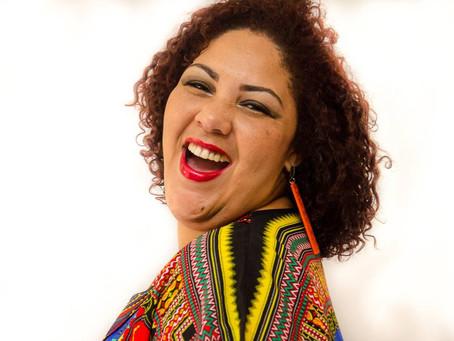Cinthia Ribeiro anima o Samba na Praça do Bangu Shopping no próximo domingo