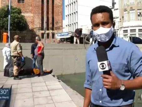 Repórter da Globo entra na água e ajuda trabalhador eletrocutado no Rio