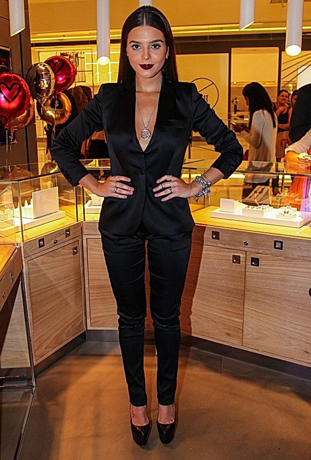 2b92a0e6bd Decotada, Giovanna Lancellotti é pura simpatia em festa de joias em ...