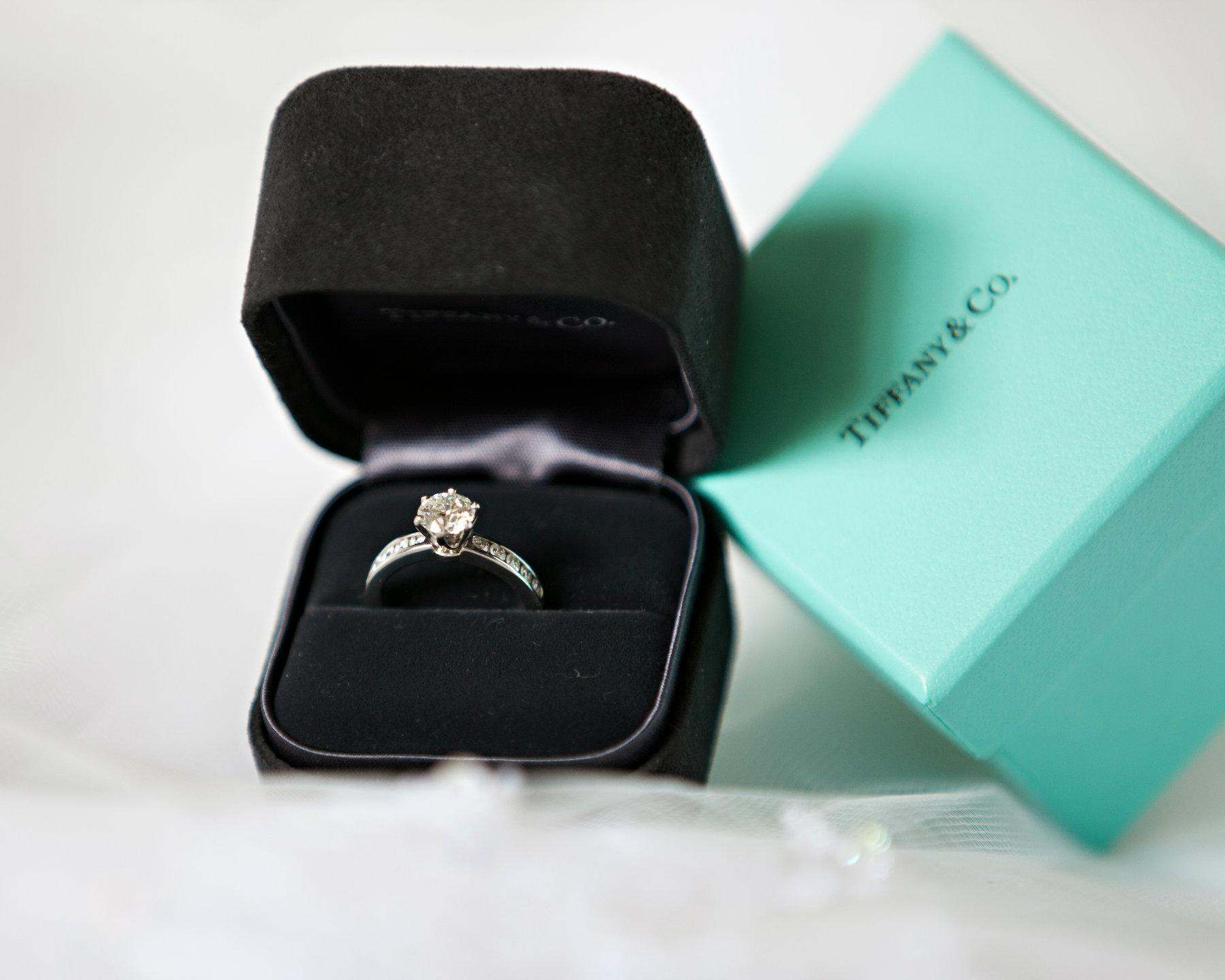 engagement-rings-in-tiffany-box-30