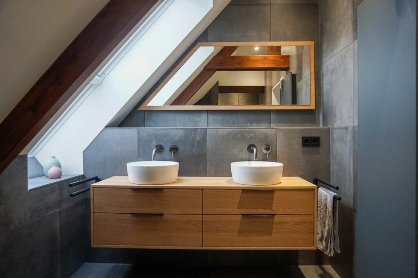 Compleet interieur woning | badkamer meubel & spiegel