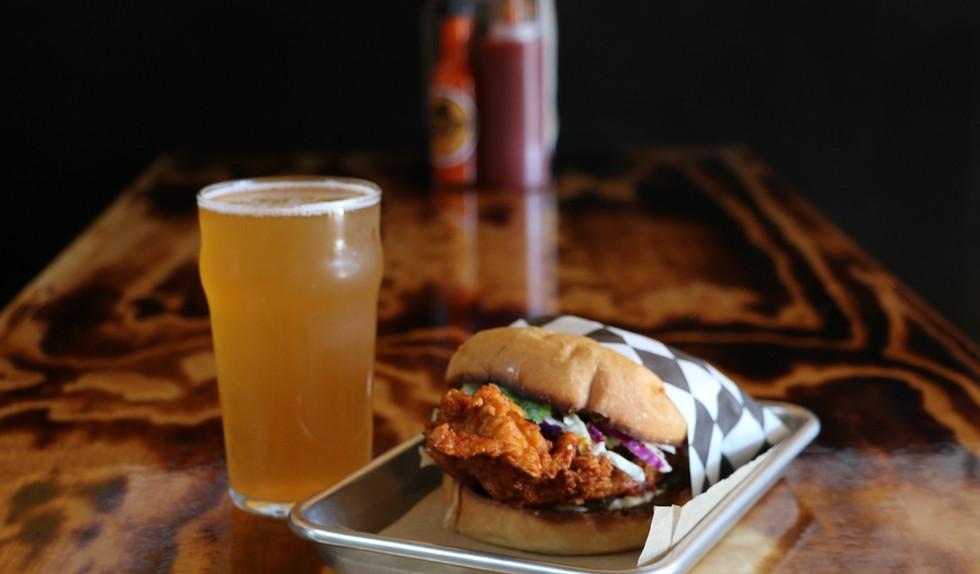 Foghorn Fried Chicken Sandwich Beer_2.jp