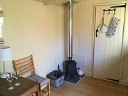 hut with dining.JPG