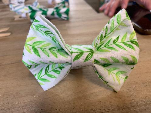 """Noeud-papillon """"feuilles-vertes"""""""