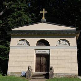 das-louisen-mausoleum-im-schlosspark-ludwigslust.jpeg