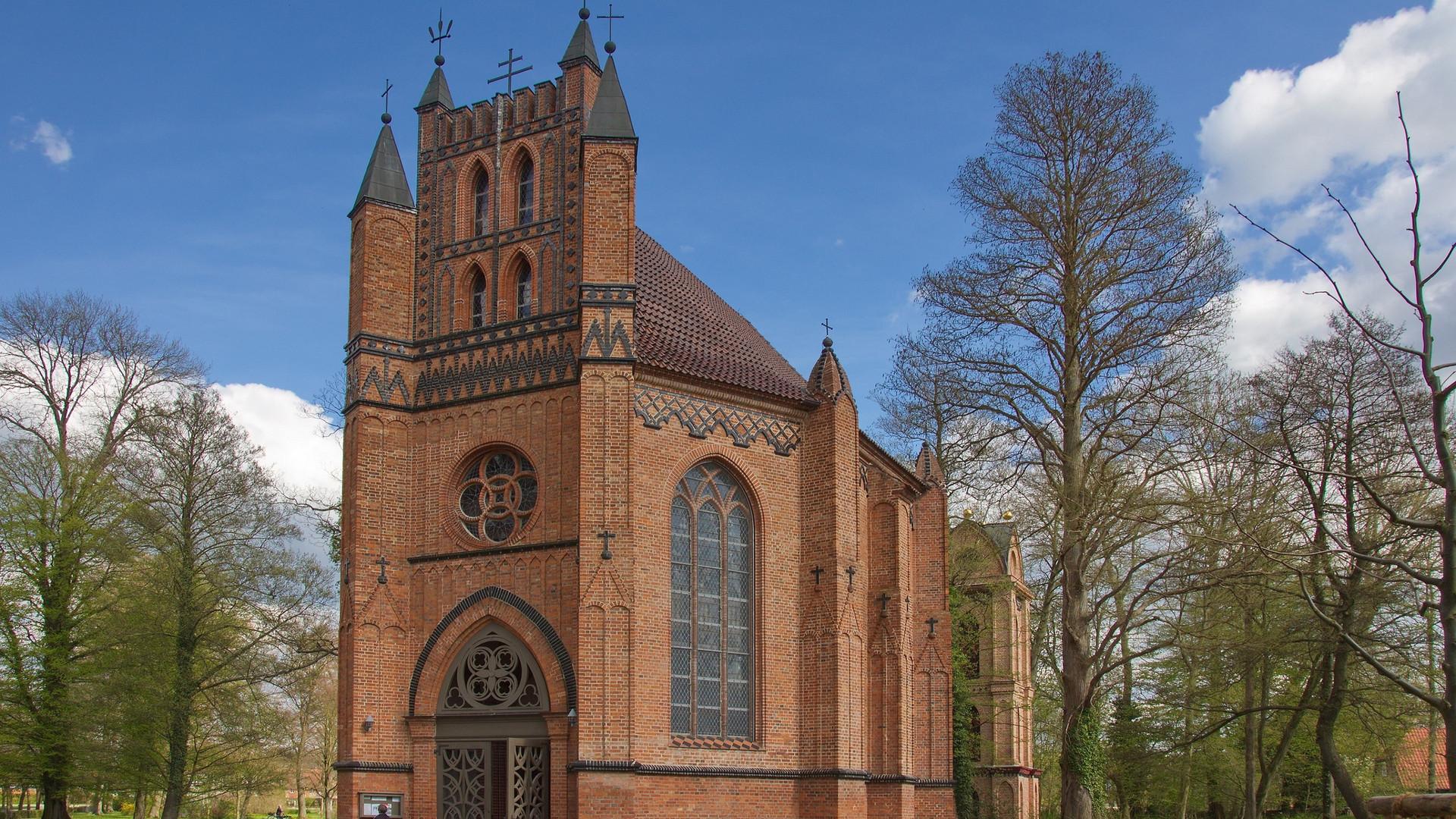 St._Helena_und_St._Andreas_(Ludwigslust)