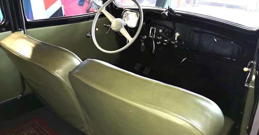 Citroën Traction 11 C limousine - 1954