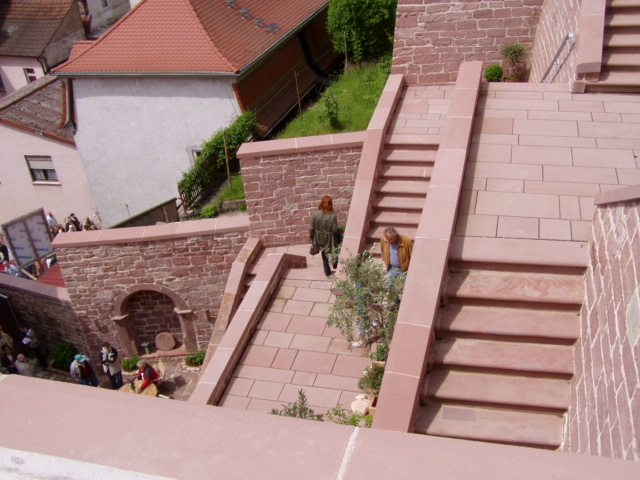 Treppenstufen_BodenplattenRonkarzgarten 009
