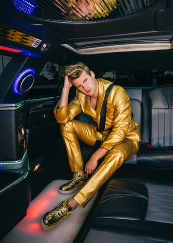 gold anzug klein.jpg