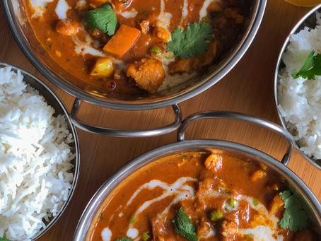 Kokos-Erdnuss Curry mit Plantains (Kochbananen)