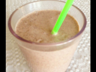BANANA, ALMOND BUTTER, & COCOA NIB SMOOTHIE