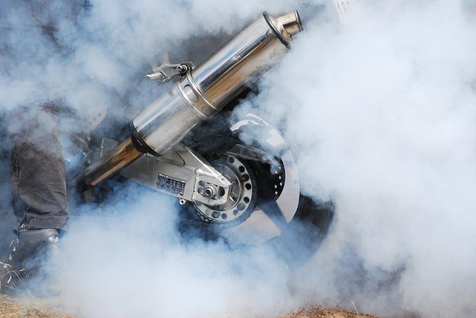 moto-qui-fume