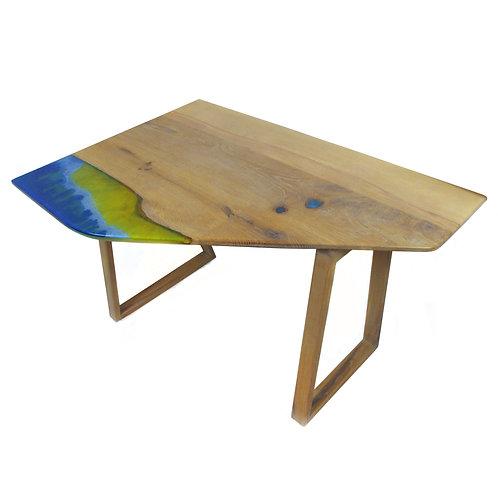 Atypický stôl zo živice na zákazku s rozmermi a farbou podľa želania zákazníka.