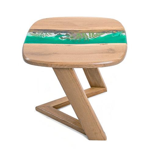 Minimalistický stolík zo živice s papraďovými listami