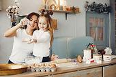 family-cook-dough-cookies.jpg