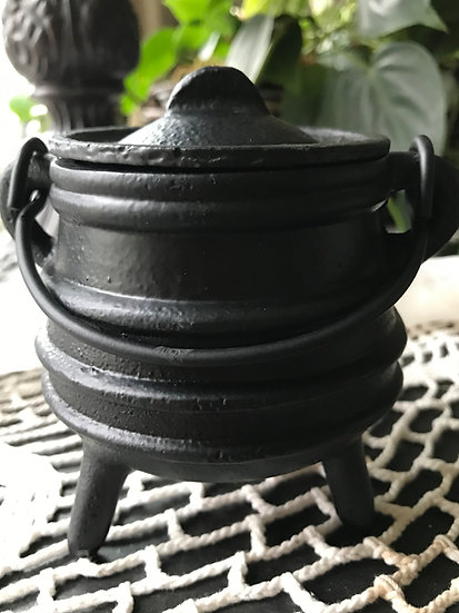 "3 1/2"" Ribbed Iron Cauldron w/ Lid"