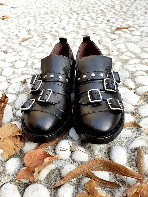 Pantofola con fibbie