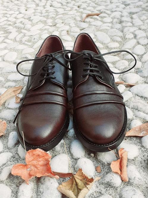 Scarpa maschile stringata, con pieghe, bicolore