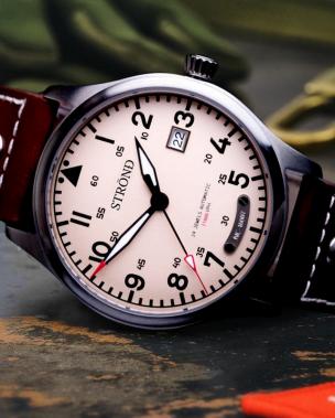 Strond vintage aviator watches